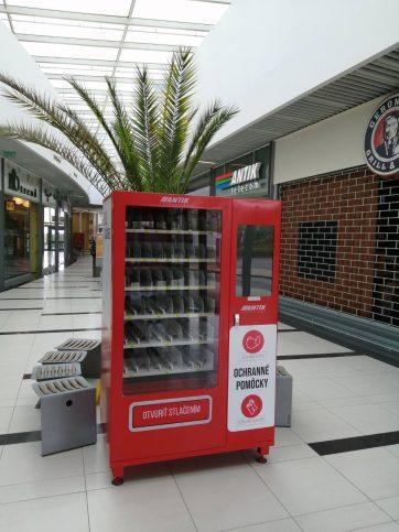 Prvý automat s ochrannými pomôckami v našom OC
